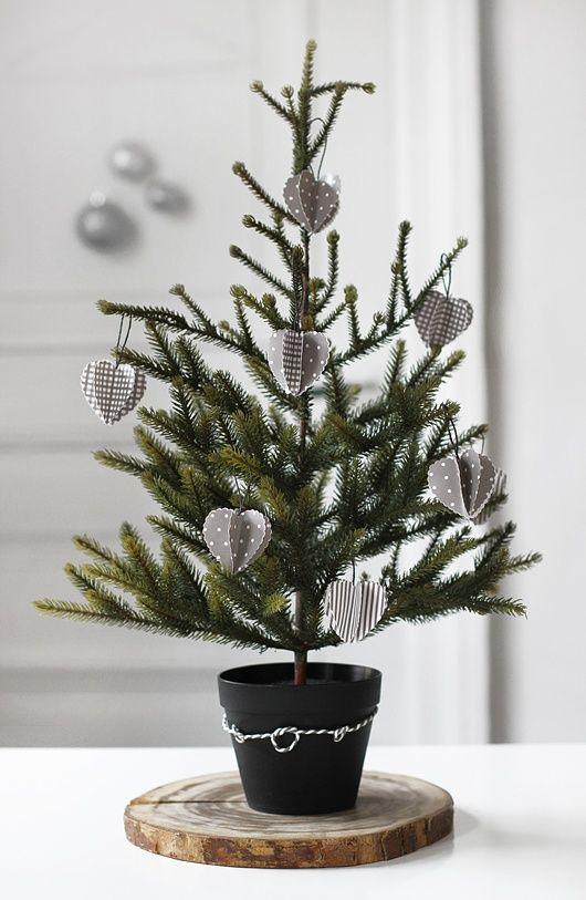 ¡Me parece súper elegante! Via White featherdream | Buena idea para cuando vamos a pasar Navidad fuera de casa y queremos un elemento decorativo...