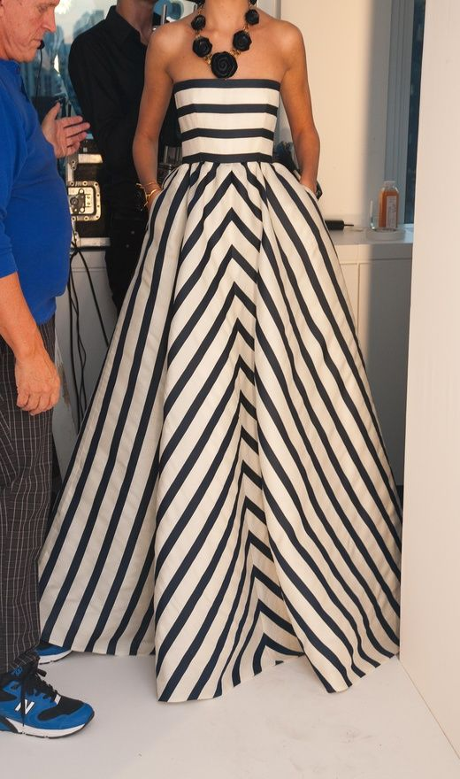 Oscar de la Renta ... bold black and white stripes really look wonderful. Will have to make some interior decor stripes to go with my florals.