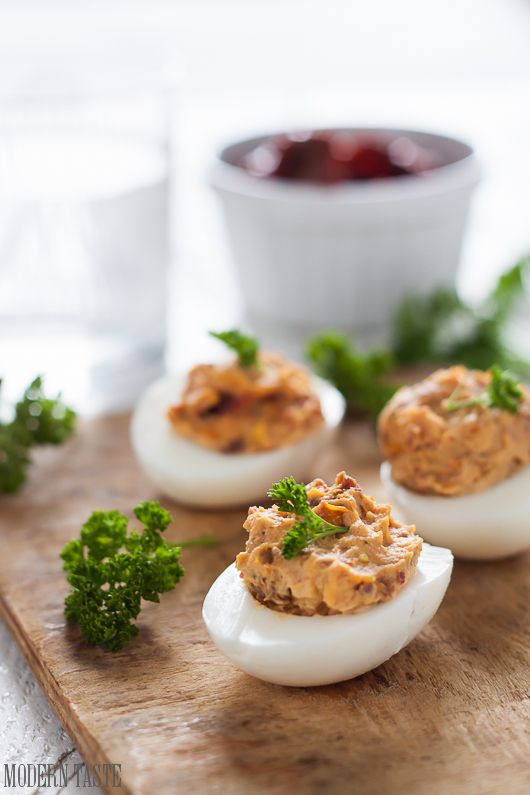 Modern Taste: Jajka faszerowane suszonymi pomidorami