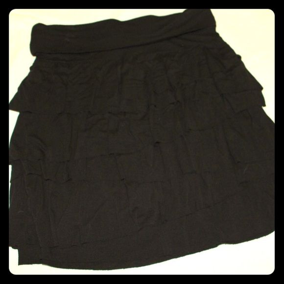 ✨SALE✨Anne Taylor LOFT Skirt (XS) Made of black cotton and very comfortable! Fits me at a M despite being marked XS LOFT Skirts