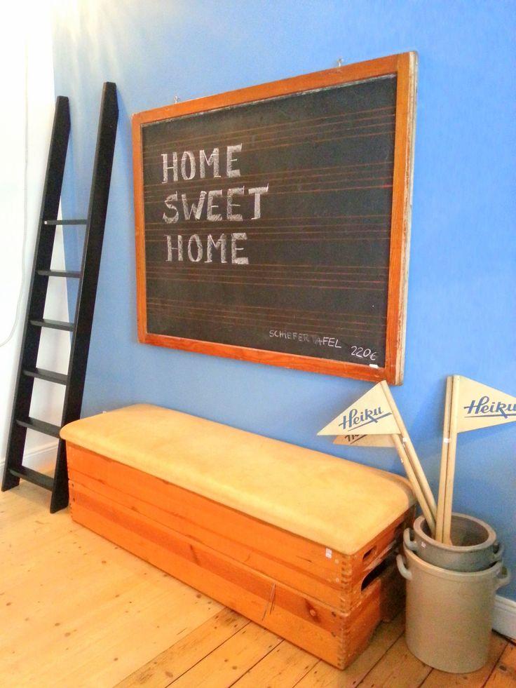 HomeSweetHome. Styling mit vintage Sportgerät, Leiter und Schiefertafel.