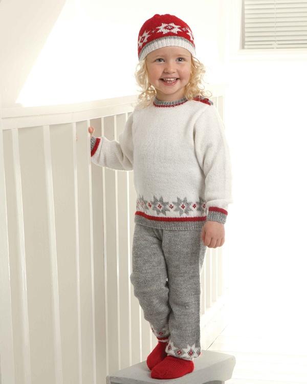 Tröja, byxor, mössa och strumpor #vikingofnorway #knittingroom #stickat #garn #troja #byxor #mossa #strumpor