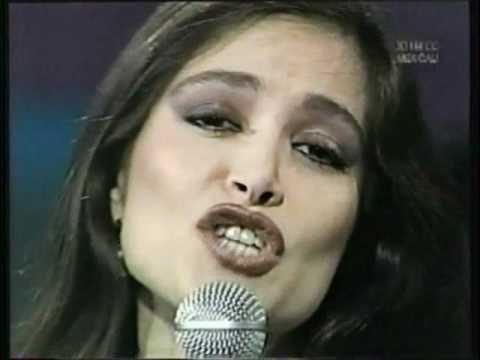 Daniela Romo: Celos clá y calidez al amor.sica canción del ayer muy hermosa... Esa energía y luz y dulzura ya no lo tienen las artistas con tal frescura