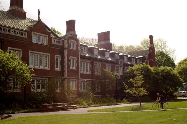 Reed College's average SAT scores, ACT scores, acceptance rate, financial aid, scholarships, and other college admissions data.