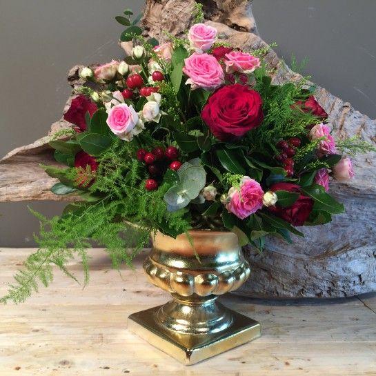 Vintage Χρυσό Κεραμικό Κασπώ Κόκκινα & Ροζ Τριαντάφυλλα http://nedashop.gr/anthopoleio/syntheseis-loyloydia/xryso-kaspo-kokkina-roz-triantafylla