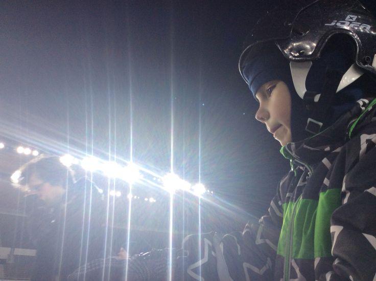 21.02.2014 Jimi stadionilla luistelemassa