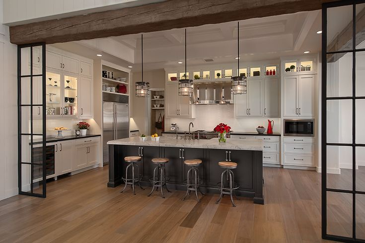 Open kitchen  for group gatherings. Jaimee Rose for DeCesare Design Group