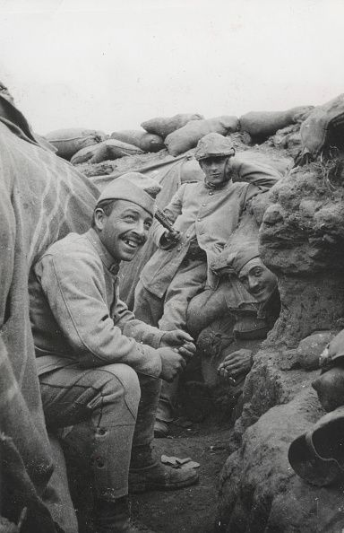 World War I. French soldiers in a trench in the area of Notre-Dame de Lorette ( Pas de Calais, France), July 1915.