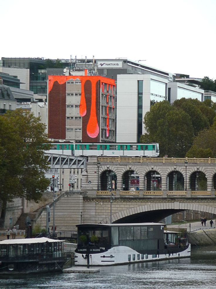 Peinture dégoulinante sur un immeuble du quai d'Austerlitz (Paris 13e)  http://www.pariscotejardin.fr/2012/11/peinture-degoulinante-sur-un-immeuble-du-quai-dausterlitz-paris-13e/