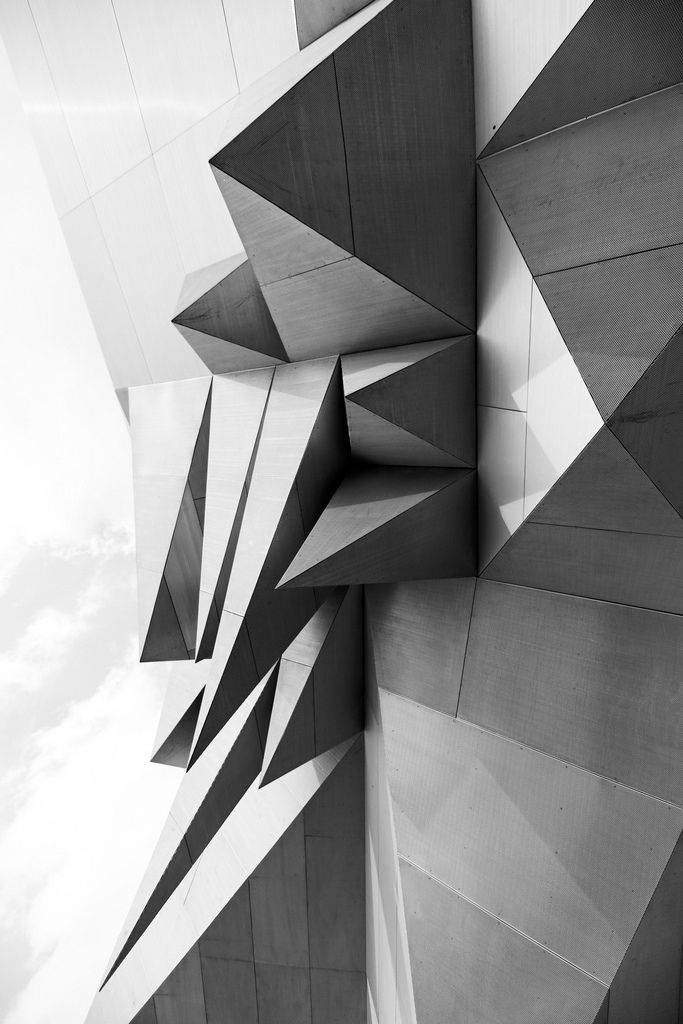 Geometrical facade design with Origami/Triangle structures in black & white | Architecture. Architektur | Design @ Panelex |