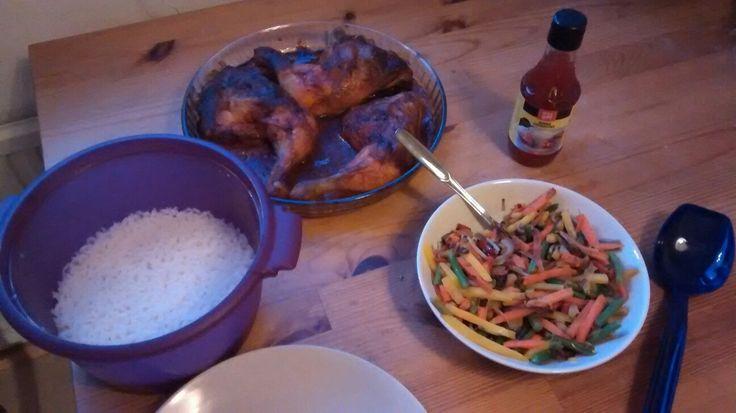 Broileria, riisiä ja wokkivihanneksia