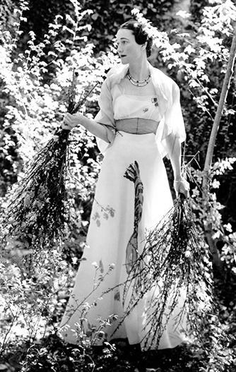 Wallis Simpson, Duchess of Windsor, in Schiparelli Lobster dress