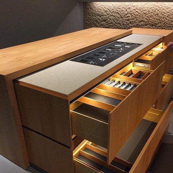 Now you see it, now you don't. @younghuh spots a retractable kitchen system at @minotticucinemilano in Milan. We love the attention to detail and the savvy design for small but efficiently-used spaces. #kbinsider #milandesignweek #eurocucina #salonedelmobile
