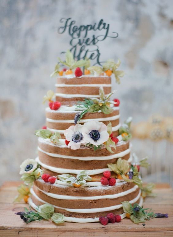 Obsessed with these naked cakes/Perfect for a boho wedding or a tribal theme