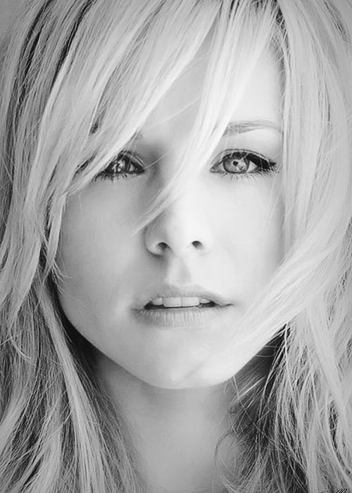 Kristen Bell. So beautiful and so versatile. Fell in love with her in Veronica Mars.