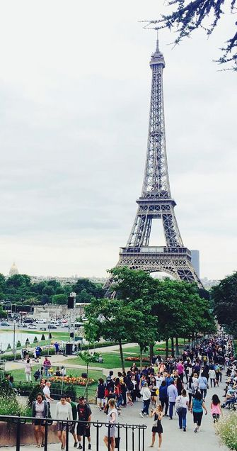 How about you take a stroll through Trocadero's gardens? Credit photo : @theglitteringunknown