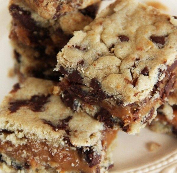 La ricetta originale americana dei brownies al caramello, i dolci perfetti per riempire la vostra calza della Befana, anche da regalare!