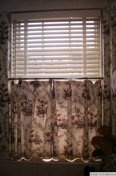 White Wooden Blind With Cafe Curtain Wooden Blinds White Wooden Blinds Curtains With Blinds