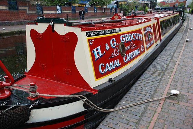 Some cool canalboat sign-painting here.