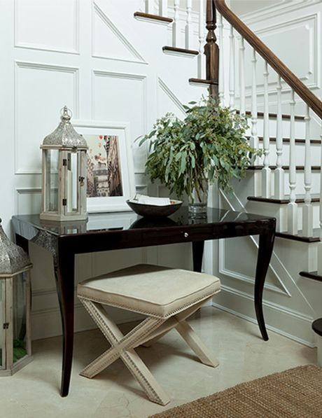 Foyer Table And Bench : Beautiful foyer with wainscoting glossy black lacquer