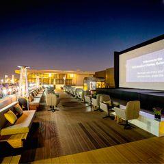 Geniet van films onder de sterren in de openluchtbioscopen van Dubai