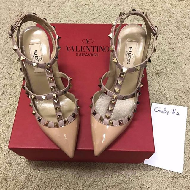 "Listed for sale 😍 – authentic #valentino #rockstud ankle strap heels (Search seller ""Cindy Ma"" on our group 💓 Link in bio!) .  .  .  .  .  #valentinos #authenticvalentino #valentinoheels #valentinostud #valentinoshoes #valentinorockstud #valentinorockstuds #valentinoheels #valentinolover #valentinoaddict #rocktstud #rockstuds #heels #valentinoheelsmurah #heelergram #heelsoftheday #designershoes #prelovedvalentino #tpfvalentino #highheels #highheelsmurah #reetzy"