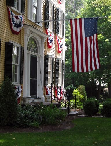 Nathaniel Winsor, Jr. House in Duxbury, looks great on the 4th of July for the parade!