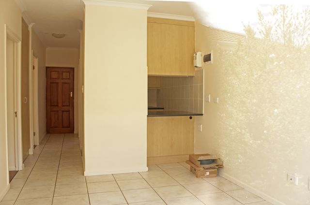 FLAT/APARTMENT IN George East	R 545 000. This new, modern 2 bedroom unit is perfect for a new couple buying their first home. Located centrally in George, close to major shops and businesses, in a well known complex. A ground floor unit with a garden and patio with built in braai. The kitchen is neatly finished with granite counter tops and fitted with stove and extractor fan. Come and see the start to your new life! Unit 2 Fairview follow the boards view from 15h00- 17h00