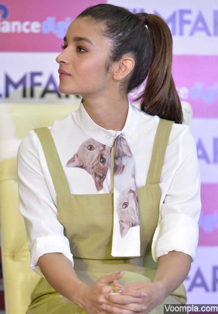 Alia Bhatt looks too cute in a ponytail hairstyle and lime green pinafore culottes with a cat print on the collar. via Voompla.com