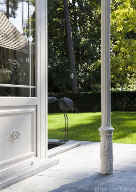 Veranda met landelijk interieur in Engelse tuin   De Mooiste Verandas