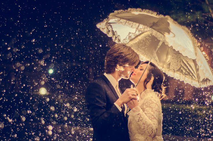 Romantic wedding under the rain