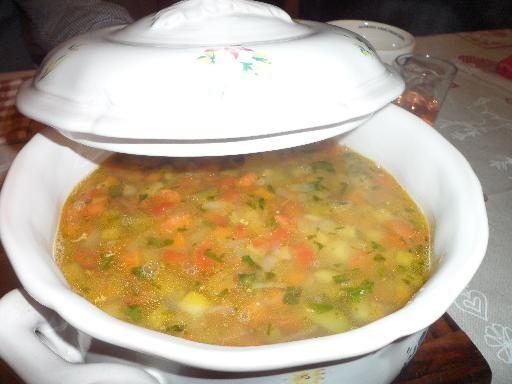 gruyère, poivre, poivre, haricot vert, haricot rouge, pomme de terre, courgette, tomate, poireau, oignon blanc, coquillettes, huile d'olive, poitrine de porc, eau, ail, haricot, sel, sel, carotte, basilic