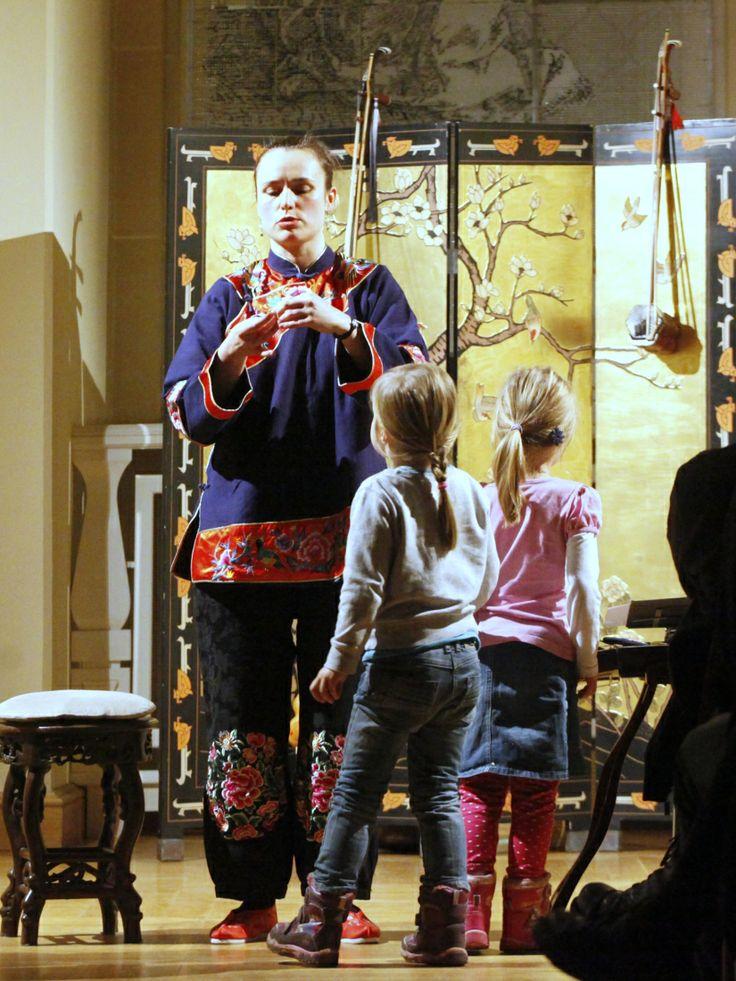 MUZYCZNA PODRÓŻ ŚLADEM CHIŃSKICH DŻONEK - ANNA KRYSZTOFIAK (INSTRUMENTY CHIŃSKIE, ŚPIEW)  fot. Bogusław Beszłej