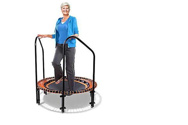Deswegen Ist Ein Trampolin Auch Fur Senioren Das Beste Trainingsgerat Fitness Trampolin Fitness Trampolin