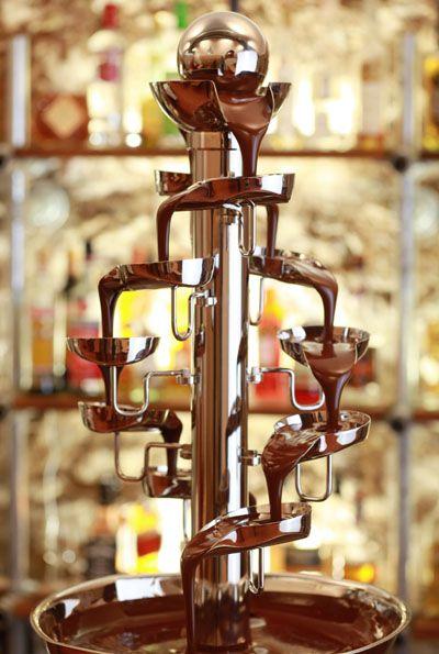 """""""CF Banquet"""" von VinChoc: Erfordert nur 3 kg Schokolade. Entlastung Ihres Personals durch Selbstbedienung mit Niveau und Eventcharakter. Abnehmbares Basisbecken für problemlose Reinigung. Leiser, leistungsstarker Panasonic Motor. #vinchoc #schokoladenbrunnen #schokobrunnen #chocolatefountain #fuentedechocolate #cfbanquet"""
