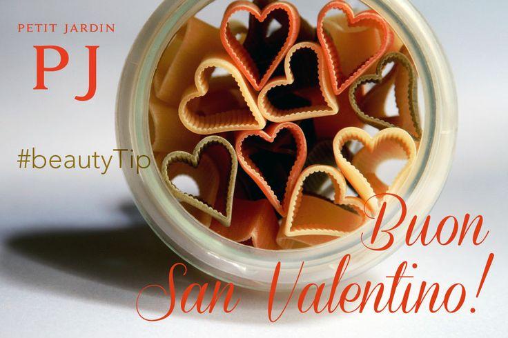 """Buon #SanValentino a tutti! #Stasera vi aspetta una #cena #romantica al lume di #candela? Approfittatene per farvi #belle... #mangiando! Il #beautyTip di oggi, infatti, vi consiglia una cenetta a base di #cereali o di #pasta, accompagnati da #verdure #gialle e #rosse, che #stimolano il #rinnovamento #cellulare della #pelle e apportano #vitamine e #antiossidanti.  E per un""""aiutino"""" in più... scegliete Petit Jardin!"""