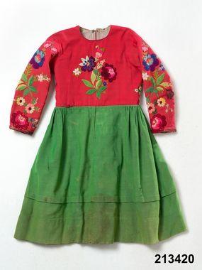 DigitaltMuseum - Kolt / ärmkjortel med påsöm. Floda. 1918.