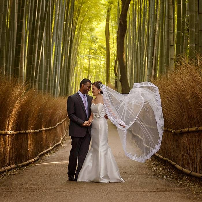 The main wedding photo shoot is of course the best memories that can be in the form of digitalized photographs or in the form of photo albums.