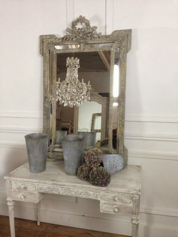 French bianca decor a table picture frames