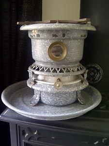 Google Afbeeldingen resultaat voor http://i.ebayimg.com/t/Antique-kerosene-stove-cooker-enamel-graniteware-speckleware-emaille-1900-/00/s/MTYwMFgxMjAw/%24(KGrHqV,!k0FBR67QW-sBQ(HBL)zjw~~60_35.JPG