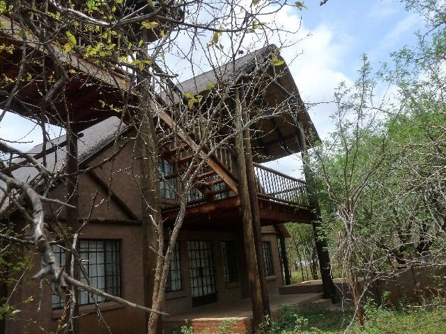 Kruger View Cottage, in Marloth Park on the banks of the Crocodile River, Mpumalanga. Views over Kruger National Park. Sleeps up to 8.