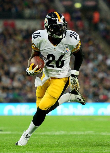 le'veon bell steelers | Running back Le'Veon Bell #26 of the Pittsburgh Steelers runs with the ...
