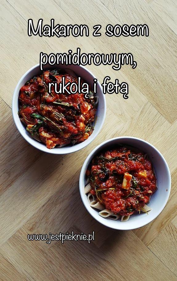 Makaron z sosem pomidorowym, rukolą i fetą - Jest Pięknie