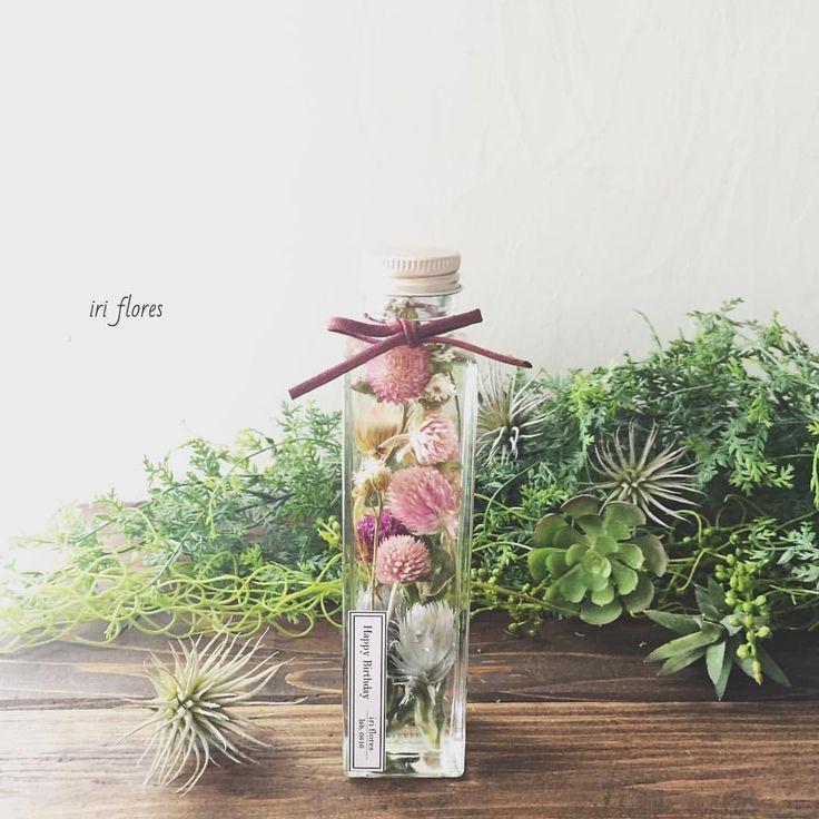 いいね!101件、コメント1件 ― iri flores(イリフローレス)さん(@iriflores.botanica)のInstagramアカウント: 「Happy birthday! ・ ハーバリウム発売前ですが、 出張レッスンのご依頼をいただきました(TT)♡嬉 ・ お好きな #メッセージ や #記念日 を 入れられる所が魅力です。…」#ハーバリウム #植物標本 #ボタニカルボトル #記念日 #入籍日 #誕生日プレゼント #サプライズプレゼント #ドライフラワー #オシャレなプレゼント #フラワーアレンジ #開店祝い #結婚祝い #引き出物 #退職祝い
