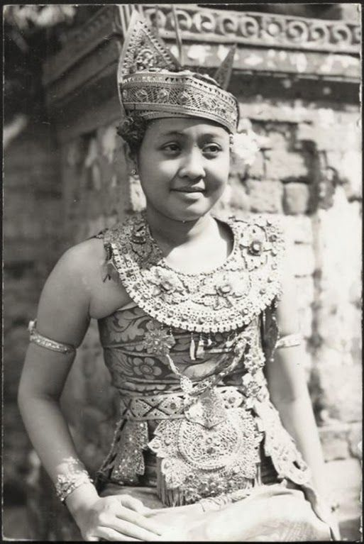 Legong Dancer ~ Bali ~ Indonesia ca 1920s ~ http://old-indische.blogspot.com
