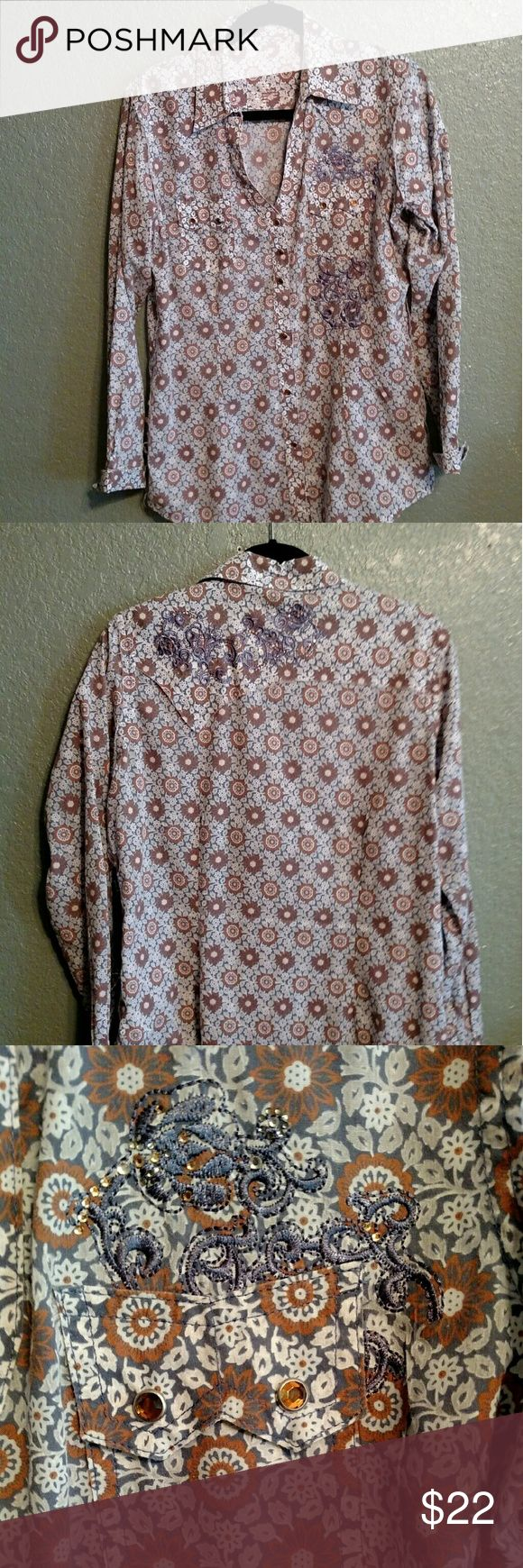 WRANGLER COWGIRL SHIRT This Wrangler Rock 47 shirt is adorable to wear with jeans and boots. Great colors, not too much bling. Excellent condition from pet and smoke free home. Wrangler Tops Button Down Shirts