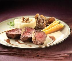 Médaillon de chevreuil en croûte, sauce aux airelles - Recept » Colruyt Culinair