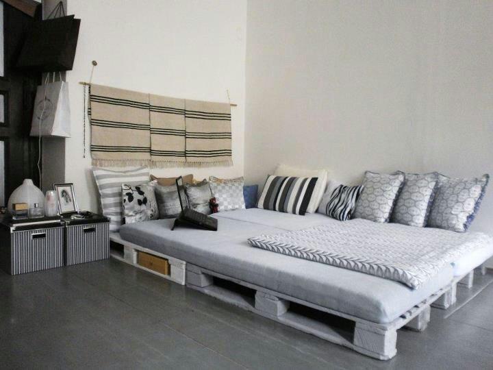 Banquette palette deco pinterest chaises meubles et palettes - Canape lit en palette ...