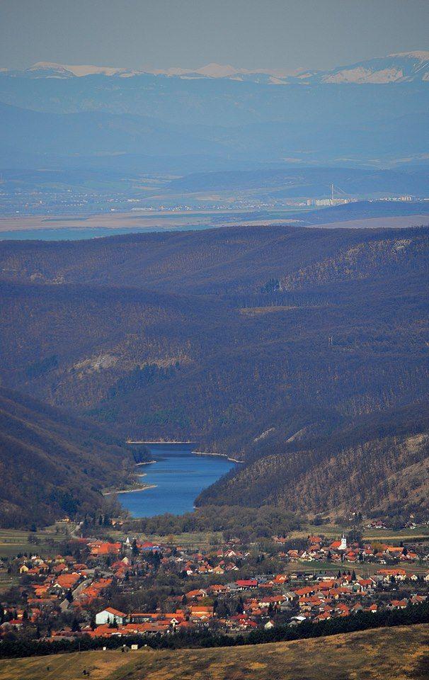 Dédestapolcsány a Lázbérci víztározóval. Hungary. Foto: Kisbenedek Tibor