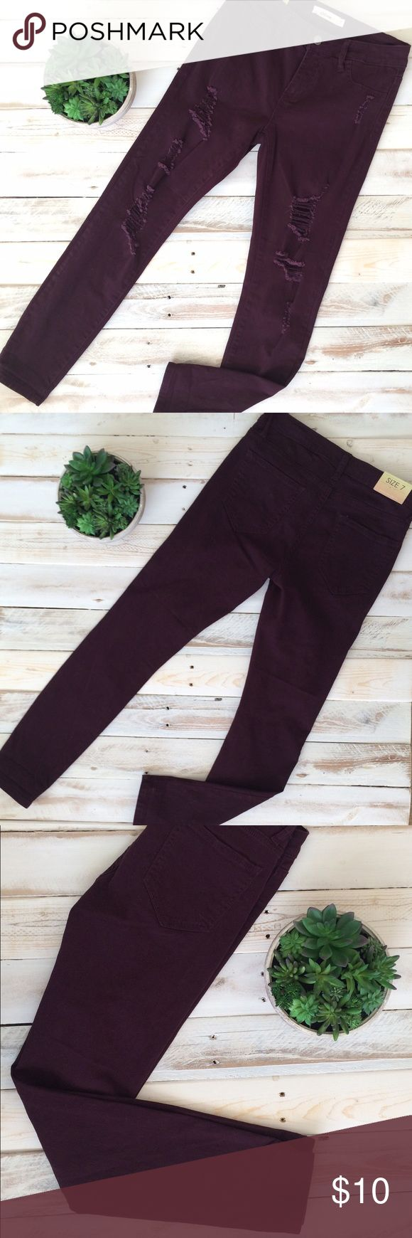 Cello Skinny Jeans The softest denim in the skinniest fit, you'll love the Cello Burgundy Skinny Jeans. Convert from skinny to cropped wear it 2 ways. Size: 7 Jeans Skinny